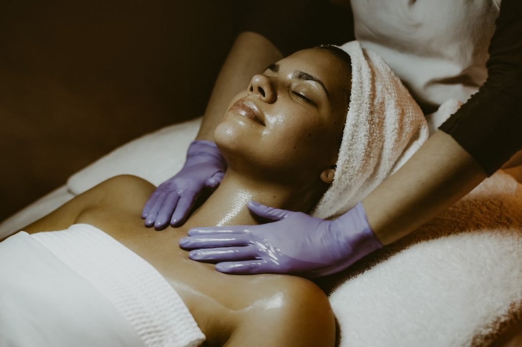 Jasmeen Beauty Salon Relaxing Services